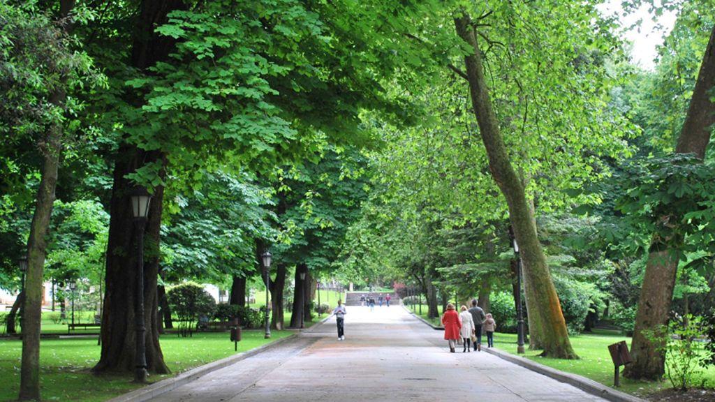 Un matrimonio de 74 y 72 años pasan dos noches en un parque de Gijón tras ser  desahuciados
