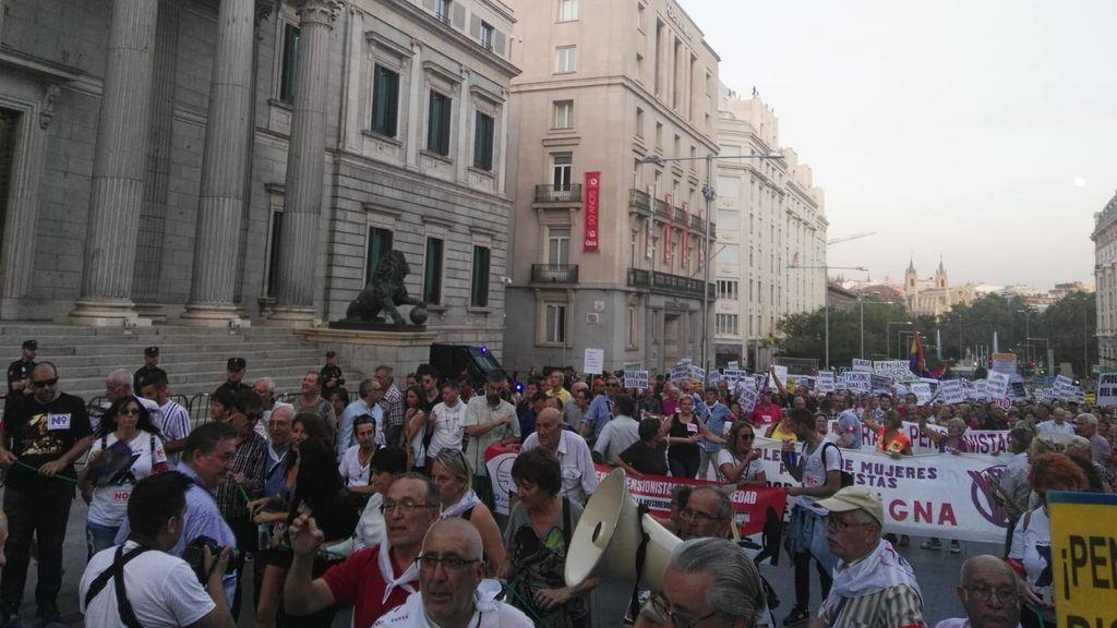 Los pensionistas cortan el tráfico con su protesta frente al Congreso el 22 pasado 22 de septiembre.