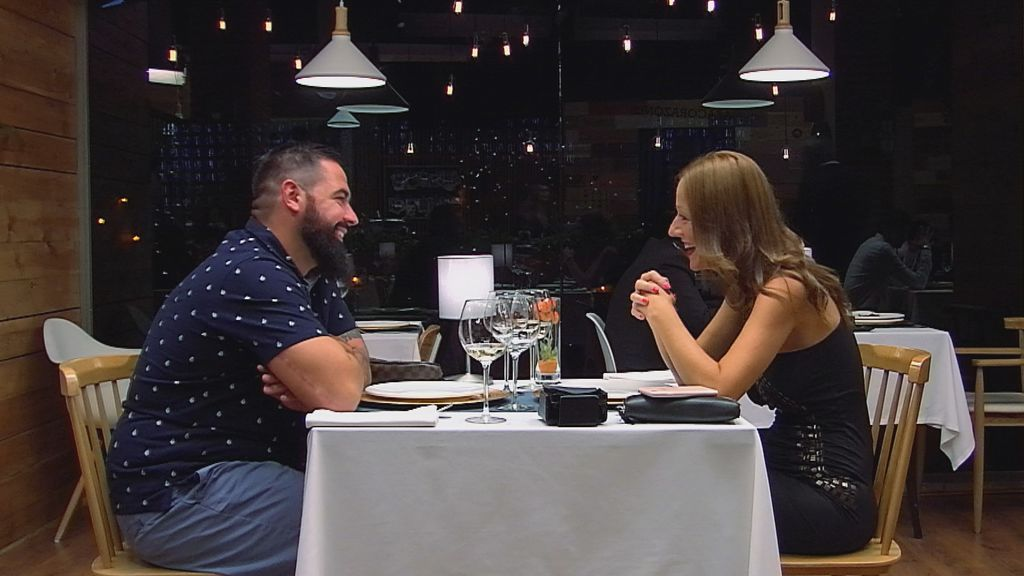 Manuel y Manuela cenan en 'First dates'.