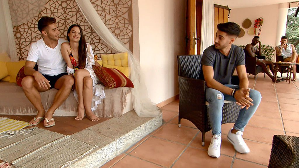 Marco aprovecha el tiempo con Maira mientras el resto discute sin parar