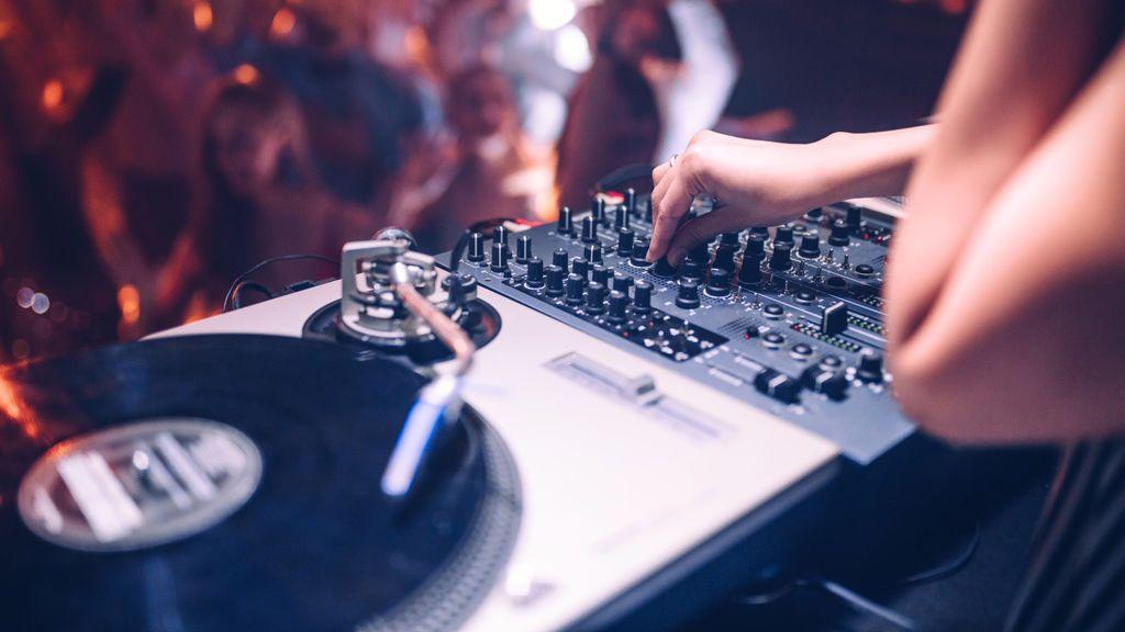 Canciones remember, reggaetón…  los tipos de canciones que no pueden faltar en una fiesta