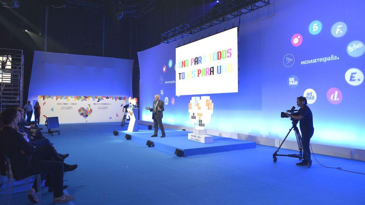 El consejero delegado de Mediaset España, Paolo Vasile, se dirige a los asistentes a la presentación de las novedades para el mercado publicitario,