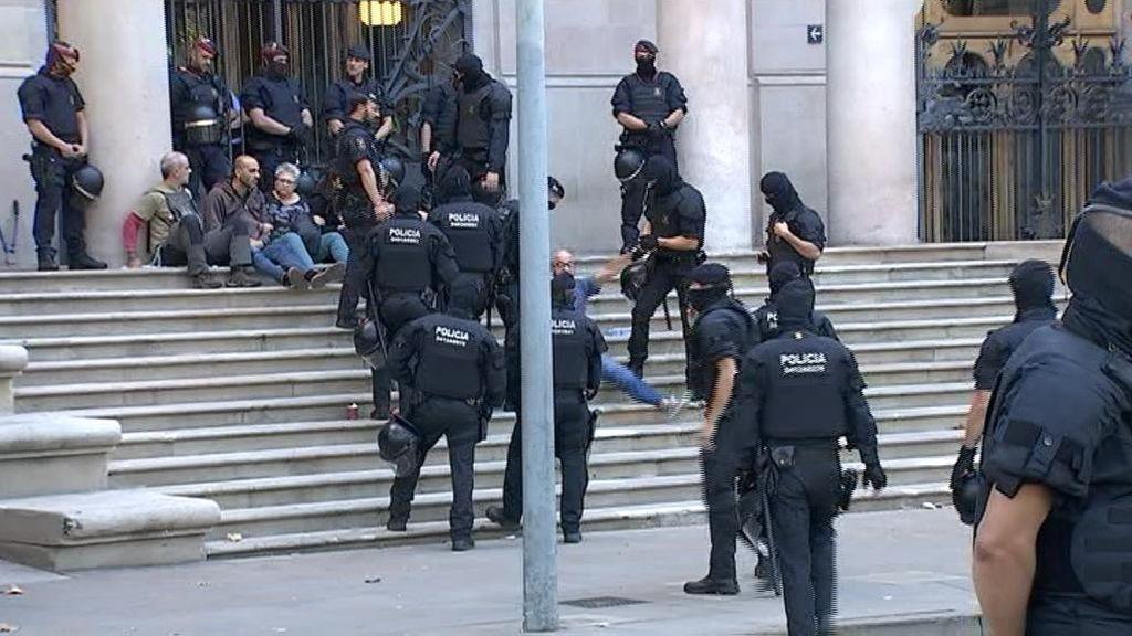 Desalojan a los CDR concentrados en el TSJC en protesta por la justicia