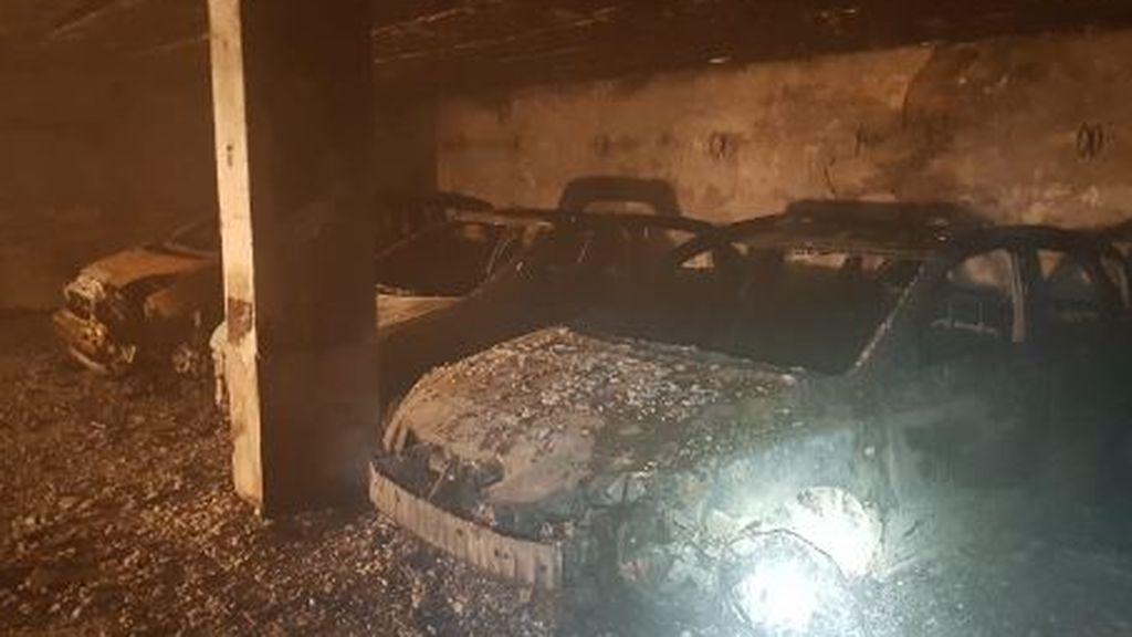 Seis bomberos atendidos extasiados al apagar un incencio en un garaje de Tenerife