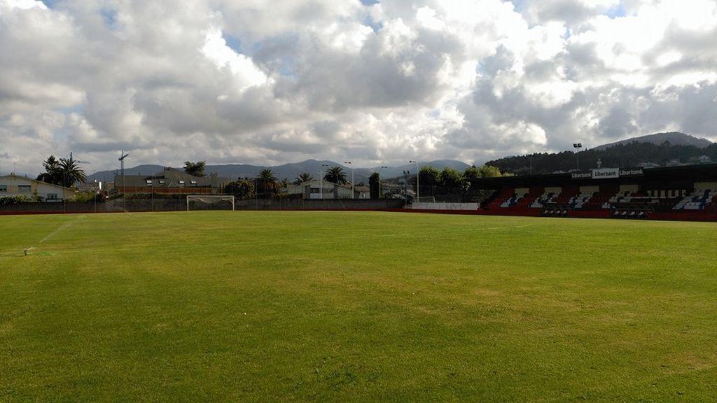 Tragedia en Asturias: Fallece un futbolista de 18 años del Navia tras chocar contra un muro de hormigón durante un partido