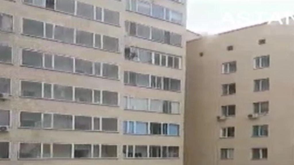 Rescatado in extremis: Un niño cae del décimo piso y lo coge al vuelo el vecino del noveno