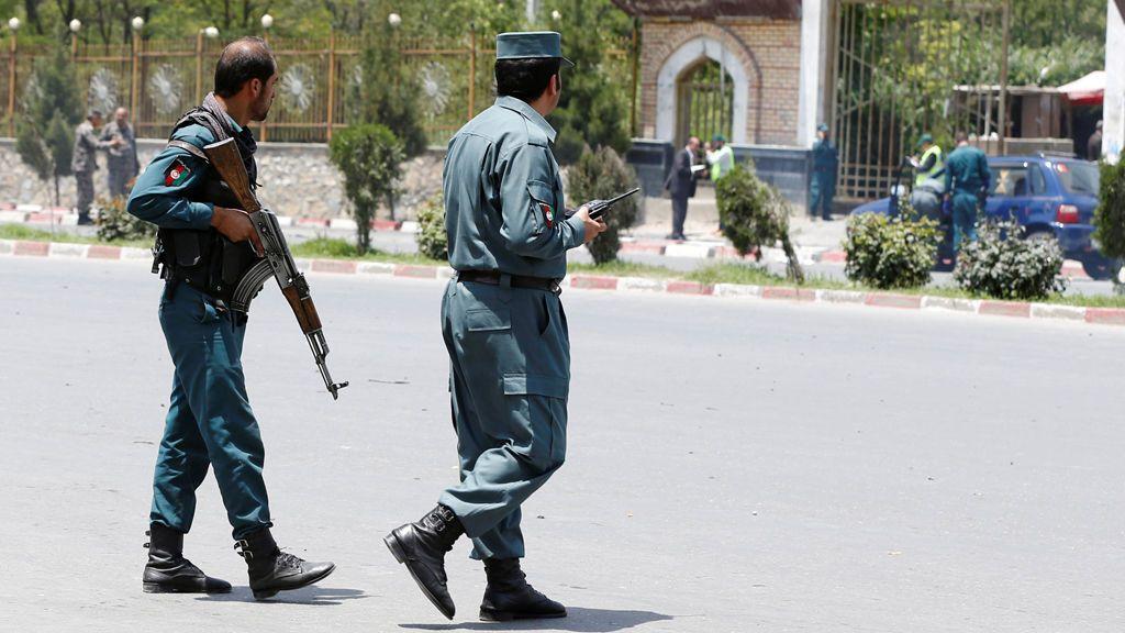 Dos policías mueren tiroteados por un compañero mientras dormían en un puesto de control en Afganistán