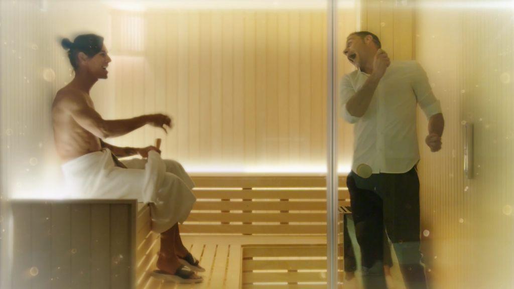 ¡Hasta que se seque el malecón! Joaquín enseña a bailar a Julio Iglesias Jr su famoso 'aletazo'
