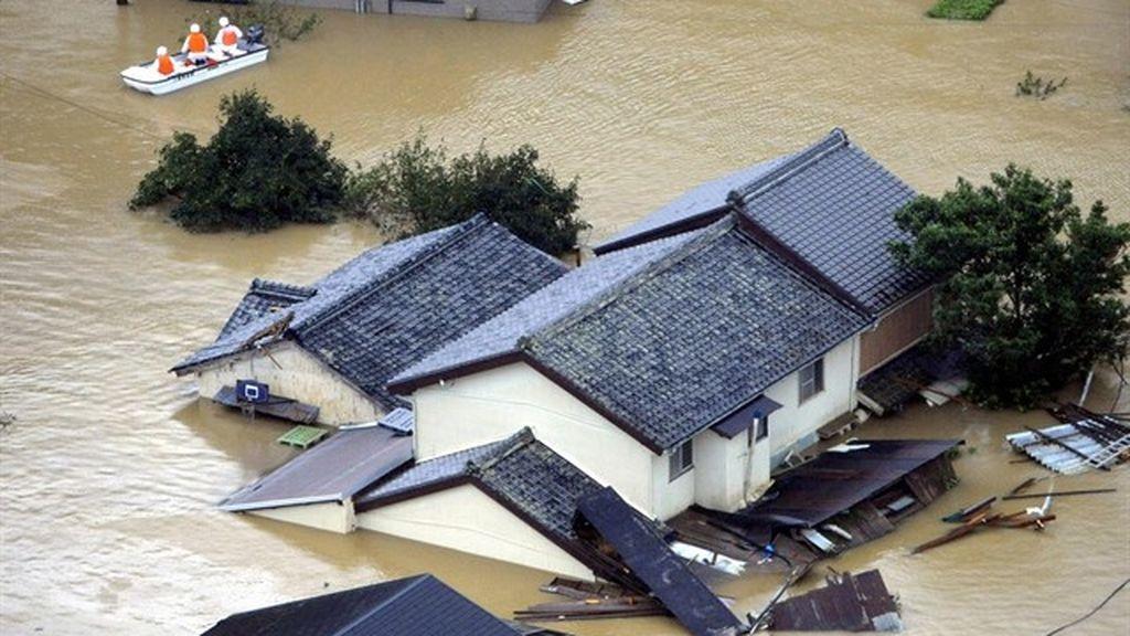 La llegada del tifón 'Trami' a Japón provoca la suspensión de vuelos y miles de evacuaciones en la isla