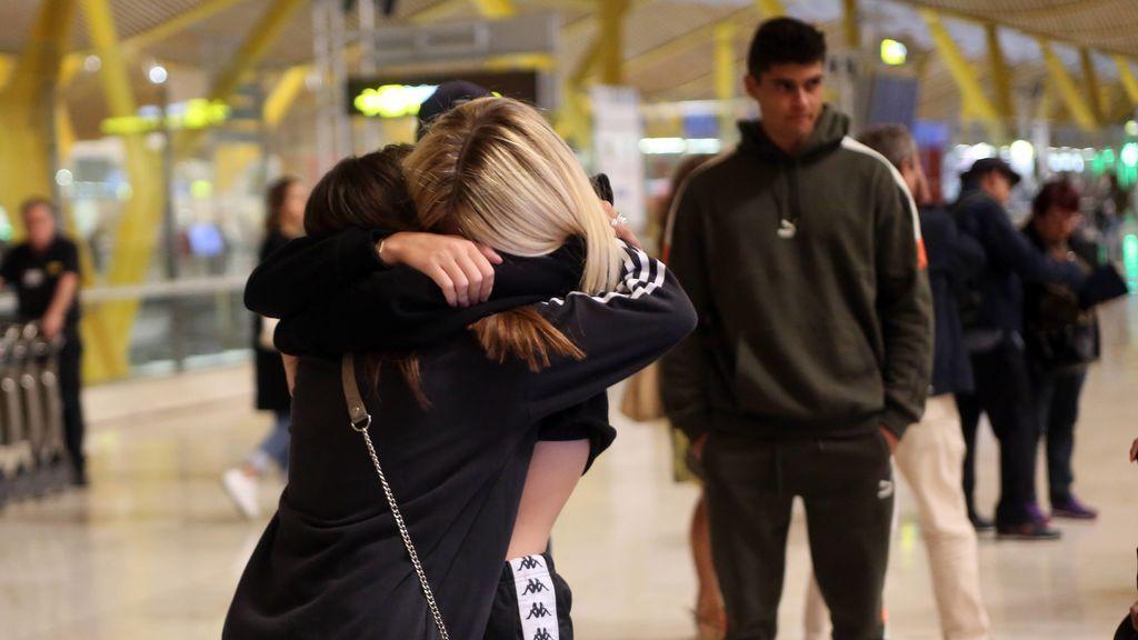 Anita Matamoros pone rumbo a Milán: su emotiva despedida en el aerpuerto, en fotos
