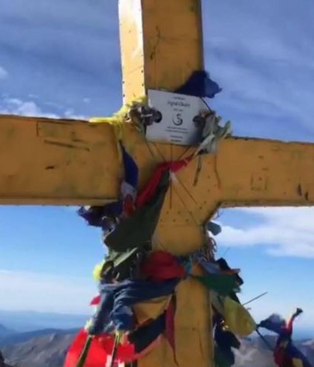 La pasión por los lazos amarillos llega a la cruz del Aneto, a 3.404 metros de altura