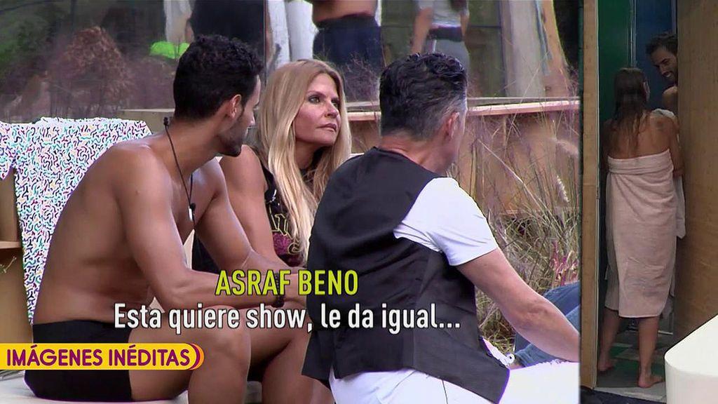"""Asraf y Tony Spina acusan a Techi de buscar """"show"""" y """"cámara"""" tras meterse en la ducha con el míster"""