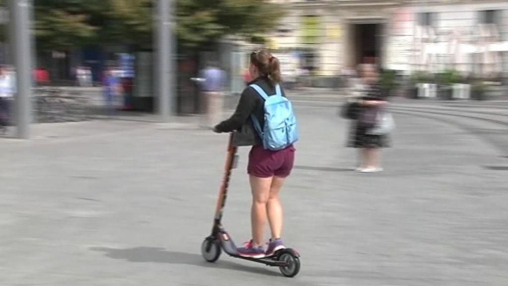Los patinetes eléctricos no pordrán circular por la acera en Valencia