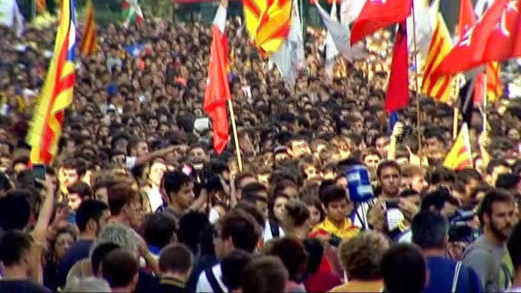 Estudiantes y CDR se manifiestan en Barcelona