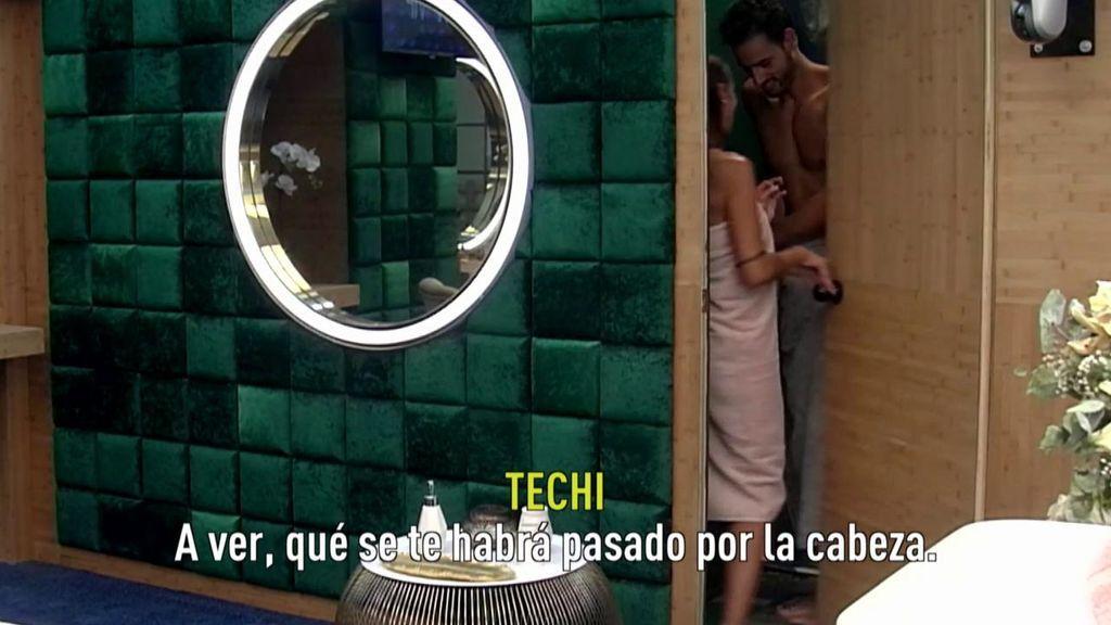 Techi se mete en la ducha con Asraf, él la delata y ella ataca desvelando los secretos del Míster