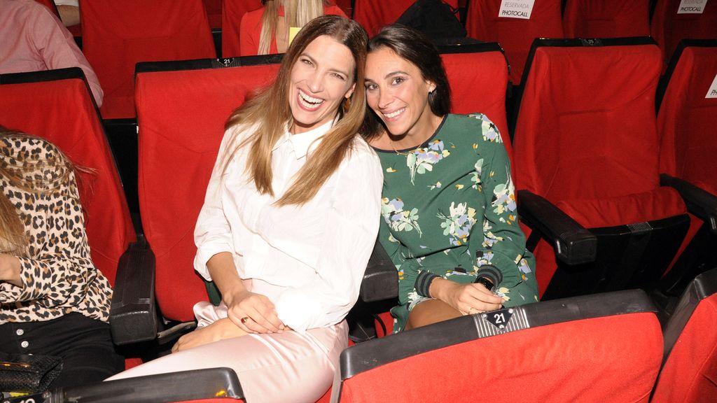 Laura Sánchez disfrutando del cine español junto a su amiga Mamen