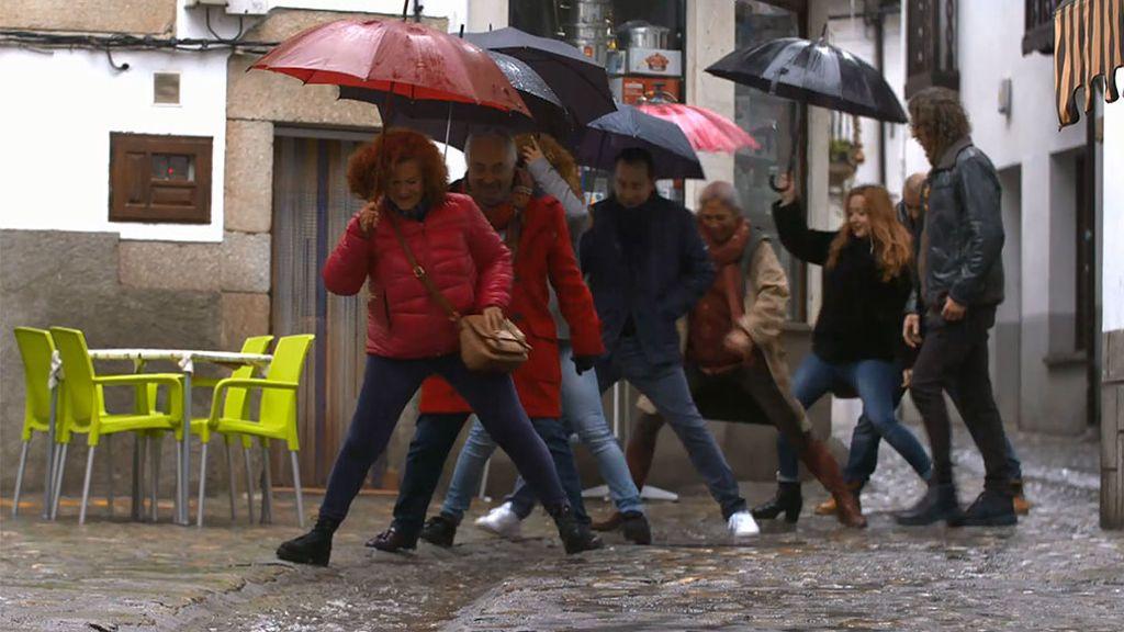 Entre ovnis y energías de colores: No hay paraguas que libre a Areia de la lluvia de críticas de sus huéspedes