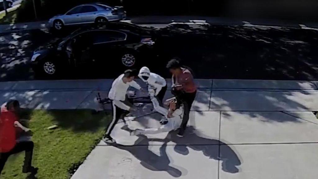 Brutal paliza de unos adolescentes a un niño de 12 años para robarle las zapatillas