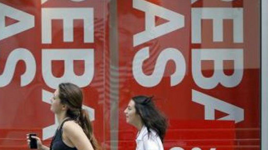 La confianza del consumidor se hunde hasta el nivel más bajo en dos años