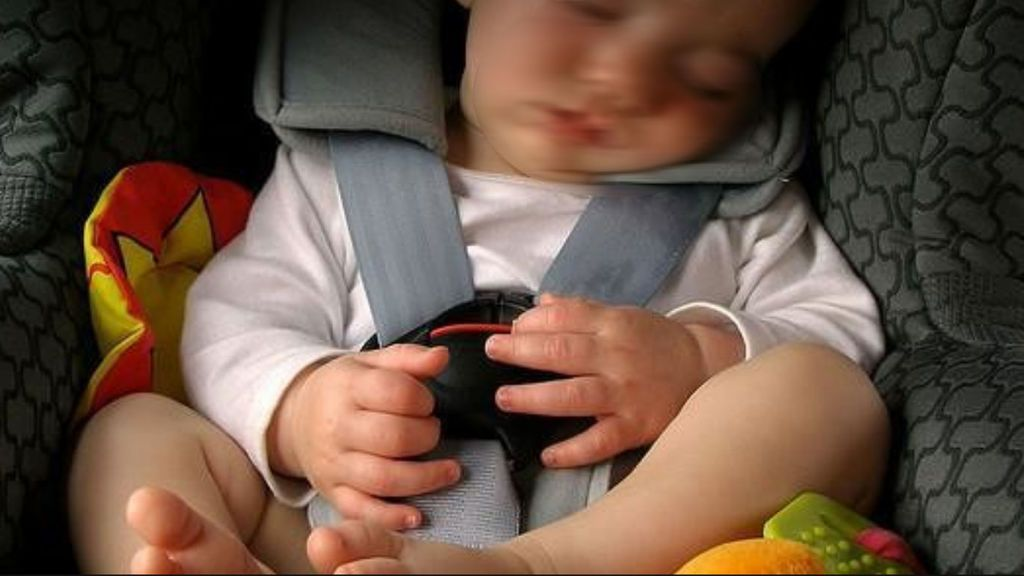 ¡Atento, niño a bordo! : Las aplicaciones y dispositivos para que no olvides a tu bebé en el coche