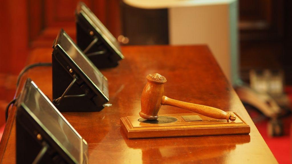 """El CGPJ abre diligencias a un juez tras mofarse de una víctima de violencia de género y llamarla """"bicha"""" e """"hija puta"""""""