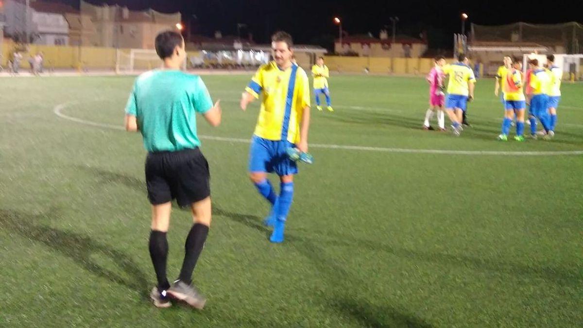 El gesto de deportividad de un jugador juvenil que se ha llevado la primera tarjeta verde la temporada