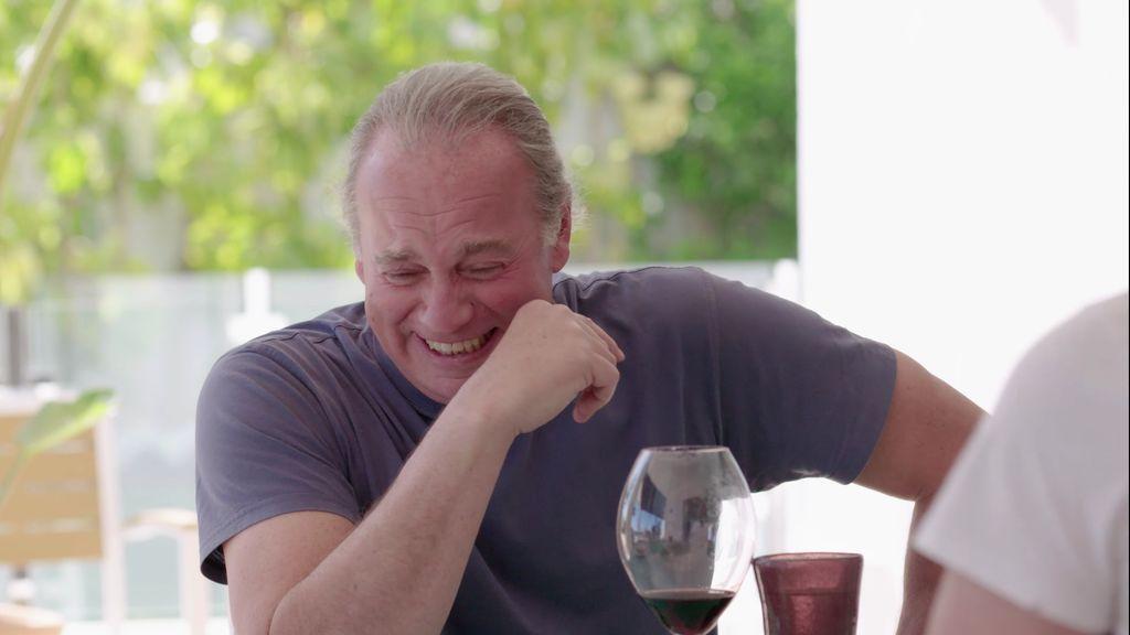 El ataque de la risa de Bertín durante la comida por las ocurrencias de Pocholo