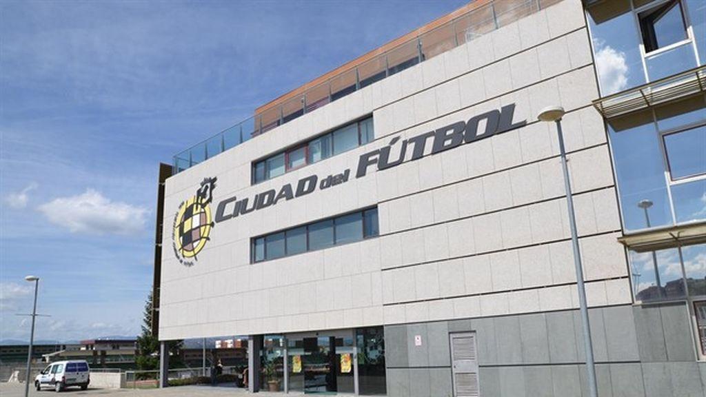 La Ciudad del Fútbol de la RFEF lucirá un enorme lazo rosa en apoyo a la lucha contra el cáncer de mama