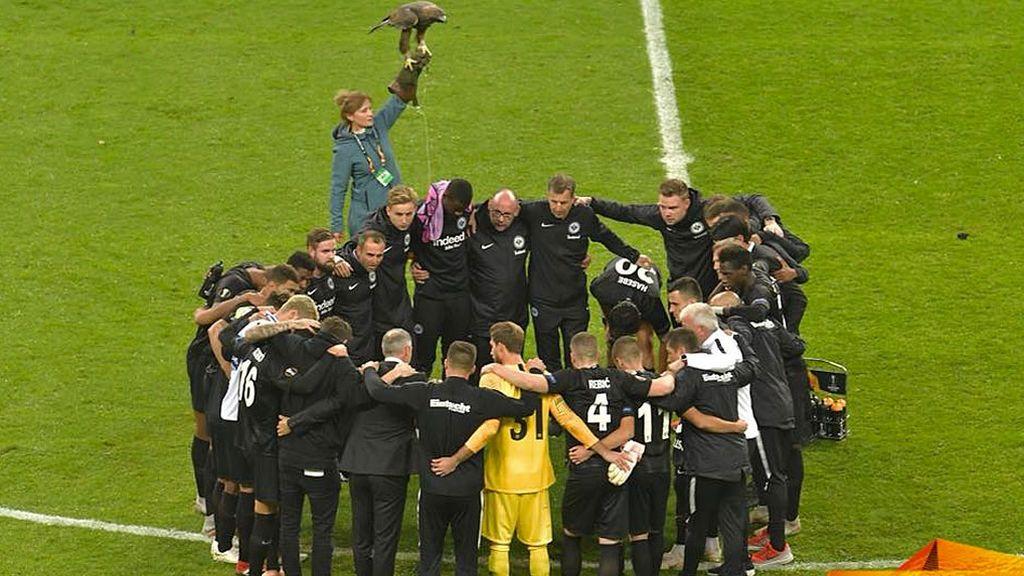Lucas Torró juega horas después de la muerte de su hermano y le dedica la victoria del Eintracht con un partidazo