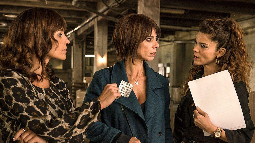 Una madre coraje, un hijo atontao, un ex odioso... Los locos personajes de Gracia Querejeta en 'Ola de crímenes'