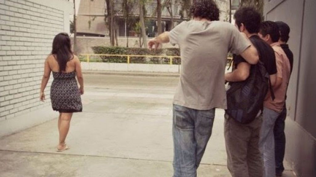 El acoso callejero a mujeres jóvenes, diario y normalizado en todo el mundo