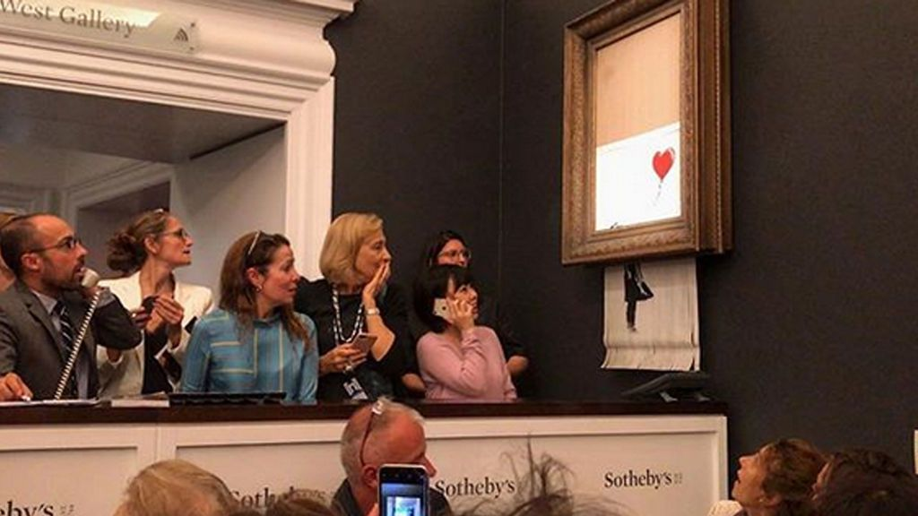 La obra más famosa de Banksy se destruye tras una subasta
