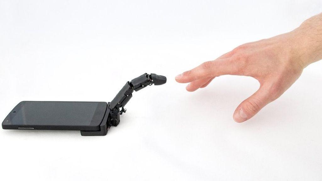 ¿Necesitas ayuda para manejar tu smartphone? Ahora puedes conseguir un dedo extra