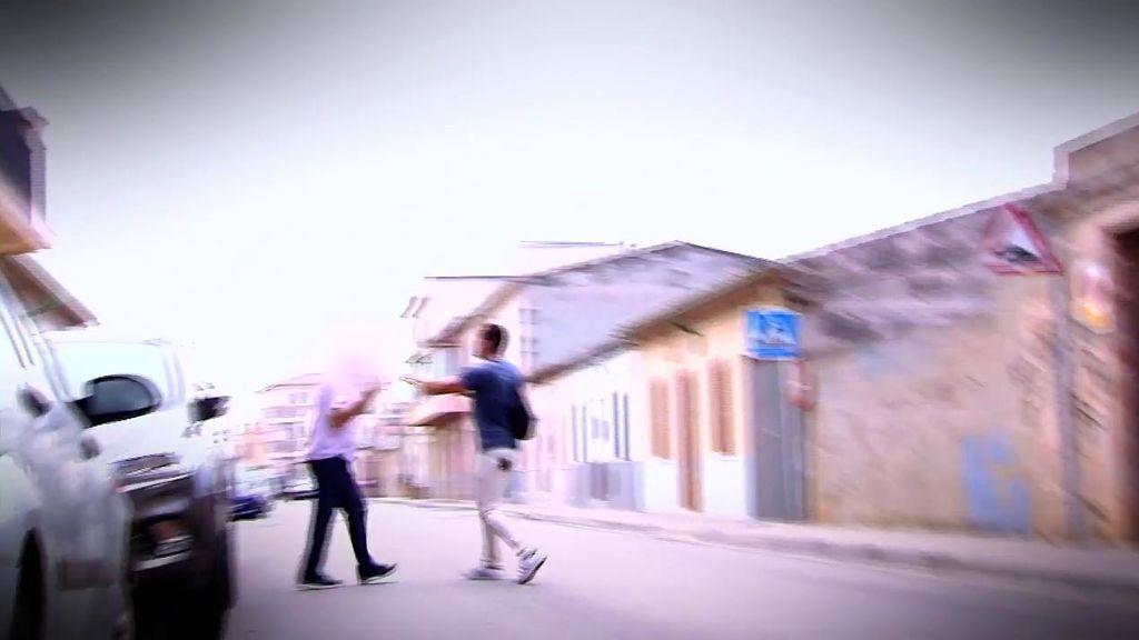 Un reportero de 'Viva la vida', a punto de ser agredido por un tío de la pequeña Nadia