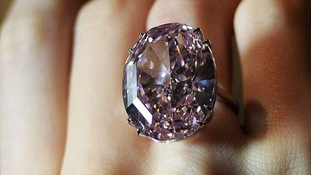Un turista irlandés se traga un anillo de diamantes para robarlo en Turquía