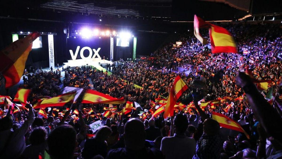 """Vox llena Vistalegre con la """"España viva"""" de la """"resistencia"""": """"Desbordaremos las urnas"""""""