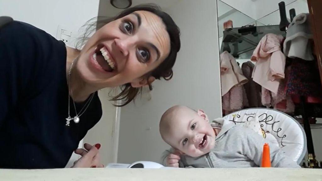 Graba la desternillante conversación con su bebé de 15 meses