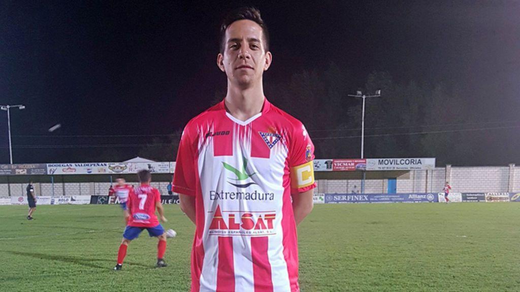 Ricardo Durán, futbolista del Don Benito, no llega a tiempo al examen a Policía tras la cancelación del vuelo de su equipo desde Melilla