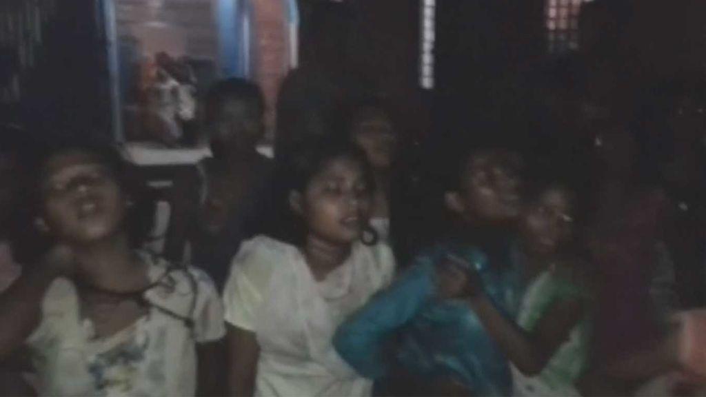 Apalean a una veintena de niñas de entre 12 y 16 años en India