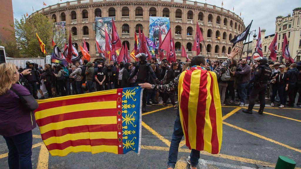 La guerra de las banderas llega a Valencia con la ultraderecha saliendo a la calle