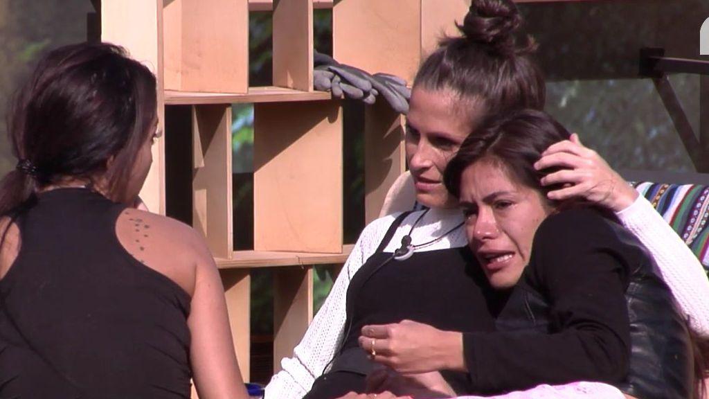 Mónica Hoyos esparce sus secreciones en las tostadas de los clientes