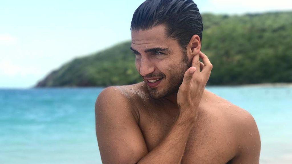 """Maxi Iglesias, desnudo y disfrutón en la playa: """"Que vivan las escapadas de octubre"""""""