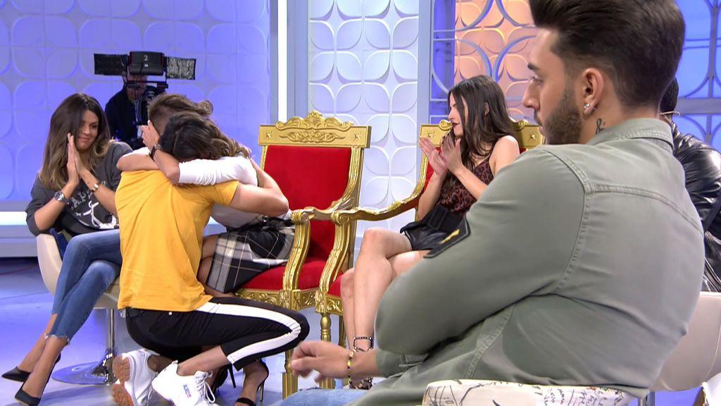 Besos y lágrimas, así ha sido la reconciliación de Marina y Alai