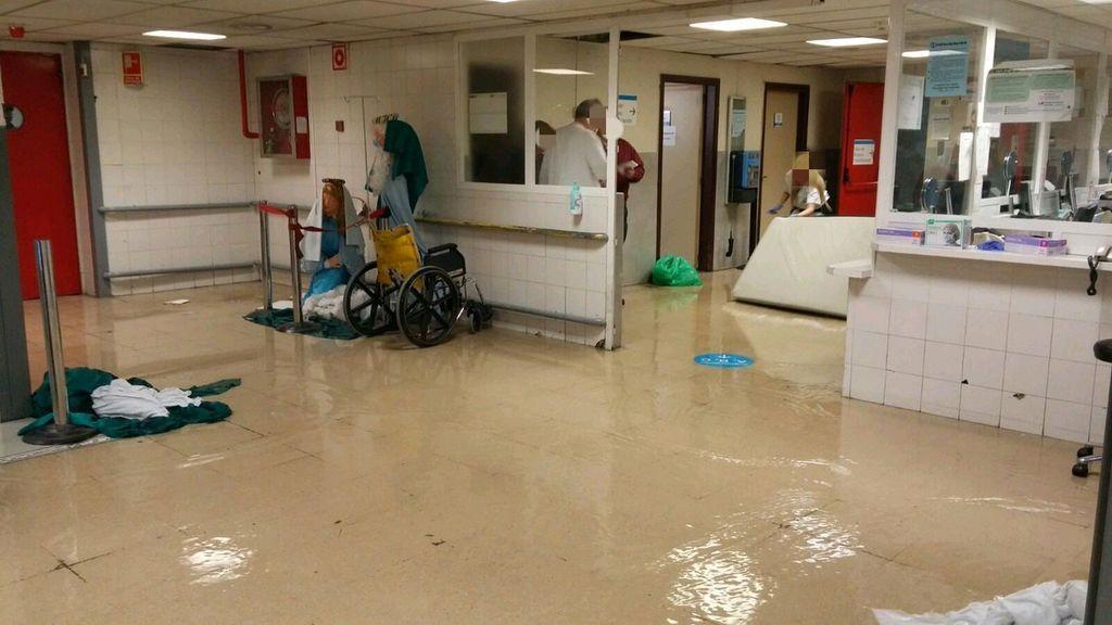 La rotura de una tubería en el hospital de La Paz obliga a cerrar cuatro quirófanos