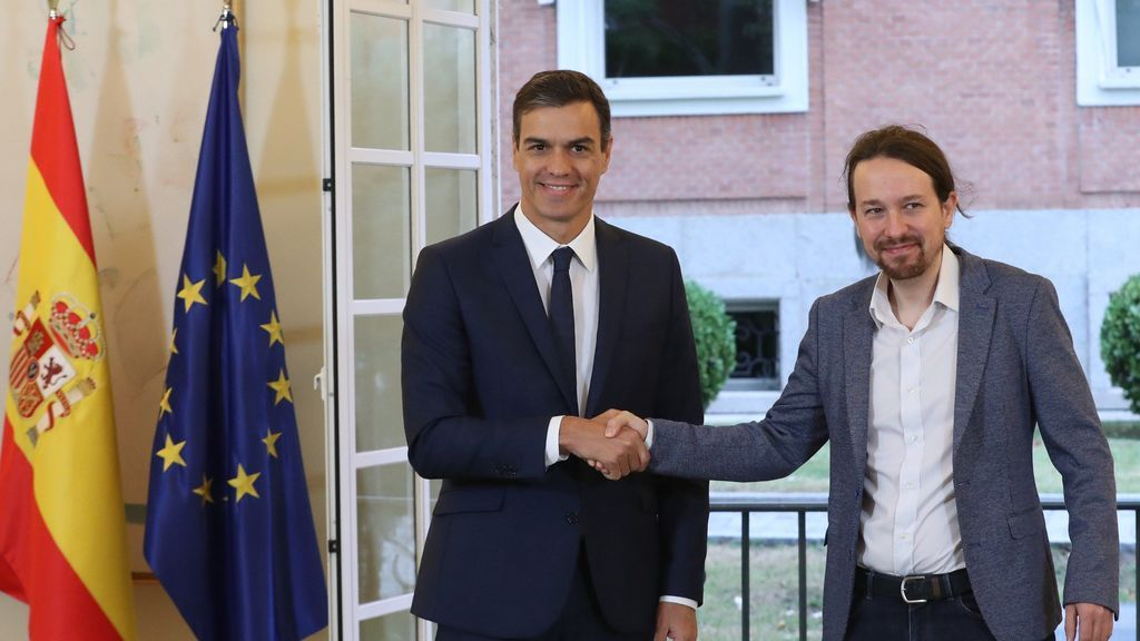 Sánchez e Iglesias sellan el acuerdo sobre los PGE: Pactan subir el salario mínimo a 900 euros