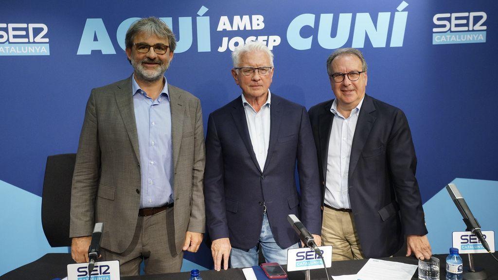 Josep Cuní (derecha) presenta 'Aquí, amb Josep Cuní' en SER Catalunya.