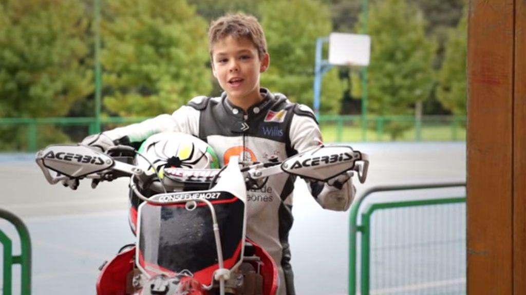 Con 14 años, podría ser un nuevo Márquez, pero en su casa lo tienen claro: sin tres sobresalientes, no hay moto