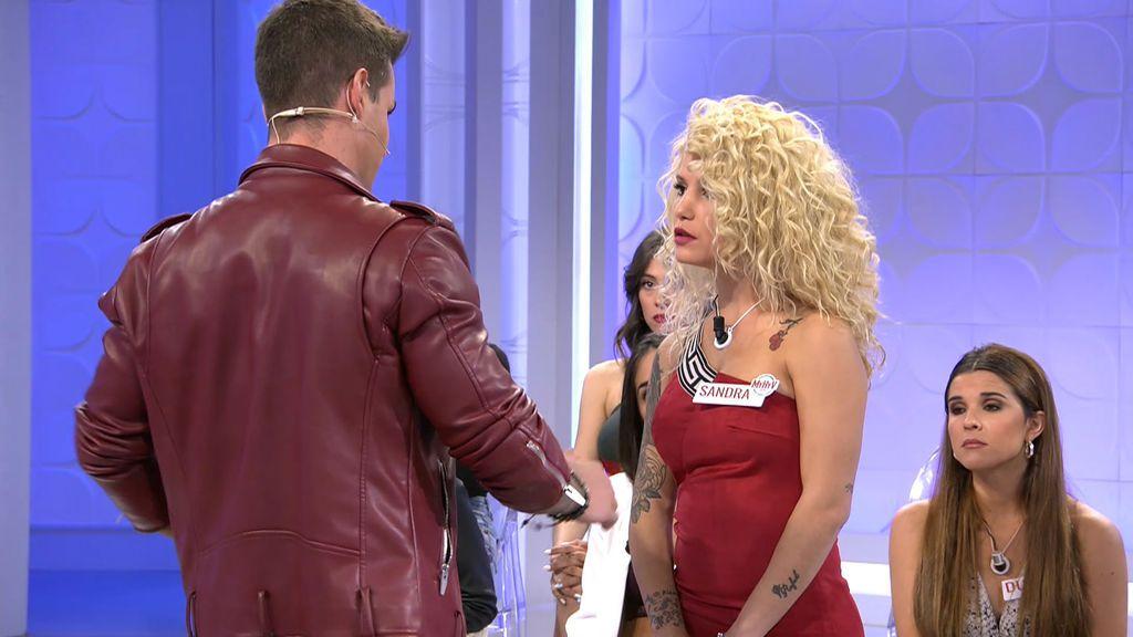 Álex acusa a Sandra de haber tonteado con otro chico