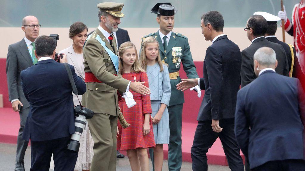 El rey saluda al presidente del Gobierno