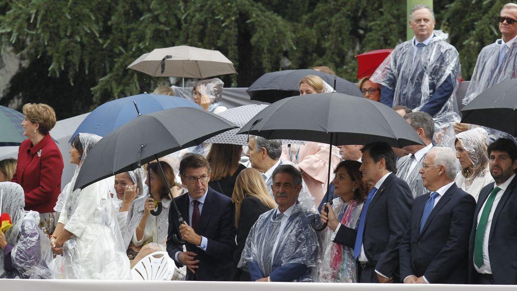 La lluvia desluce el desfile del 12 de octubre